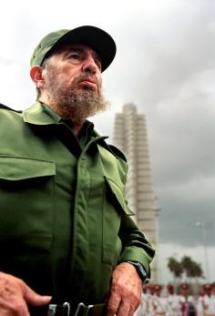 fidel_castro_en_el_ano_2000_en_la_plaza_de_la_revolucion_jose_marti_donde_el_pueblo_cubano_le_dara_su_ultimo_adios_6720_640x